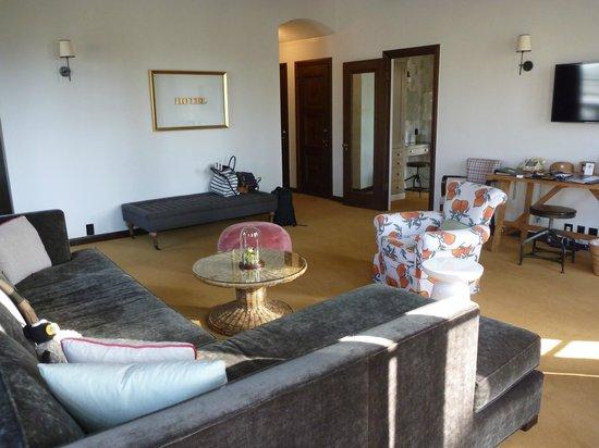 Palihouse Santa Monica : Wohnzimmer in Suite