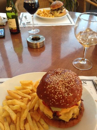 The American Steakhouse Bar & Grill: Great burgers