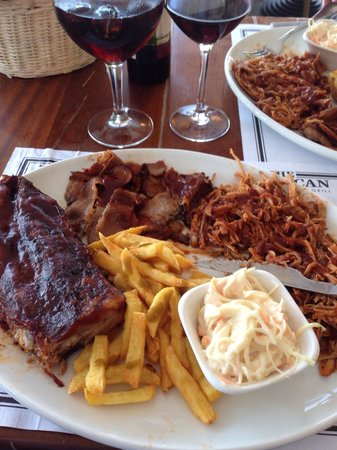 The American Steakhouse Bar & Grill: Combo platter, a rival for Virgil's in Manhattan