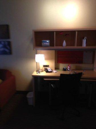TownePlace Suites Dallas DFW Airport North/Grapevine: desk area