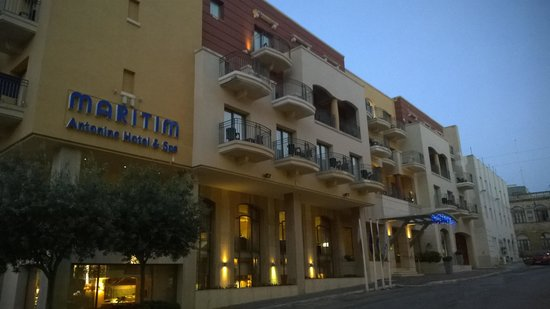 Maritim Antonine Hotel & Spa : straatzijde kamers