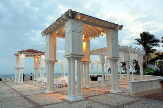 El Conquistador Resort, A Waldorf Astoria Resort: Outside wedding/catering/event area