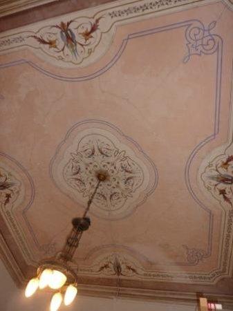 OStellin Genova - Hostel : Deckenmalerei in einem der Zimmer