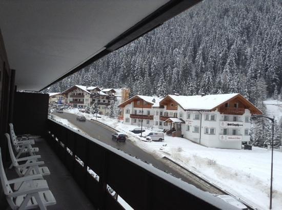 Saleghes Mountain Residence: Вид с балкона