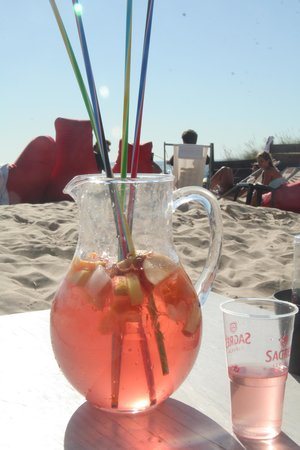 Surf Lisbon - House & School: Sangria at the beach after our third day of surfing!