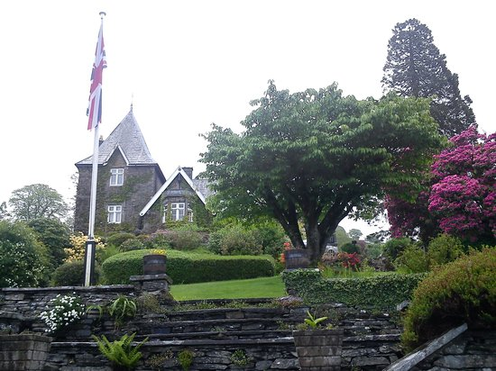 Holbeck Ghyll Country House: Hotel from the gardens