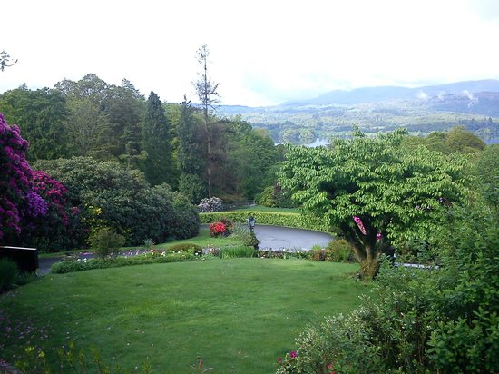 Holbeck Ghyll Country House : Gardens and Lake Windermere from hotel