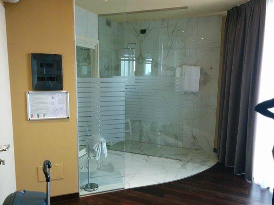 Hotel Garda - TonelliHotels: BAGNO DELLA SUITE