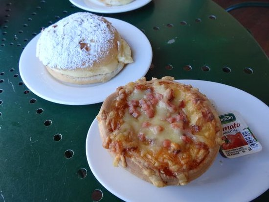 Beechworth Bakery: NED KELLY PIE AND BEESTING CAKE