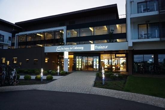 Hôtel les bains de Cabourg : Entrance to Hotel les Bainde Cabourg