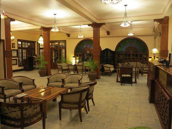 Protea Hotel by Marriott Dar es Salaam Courtyard: Protea Courtyard - Reception