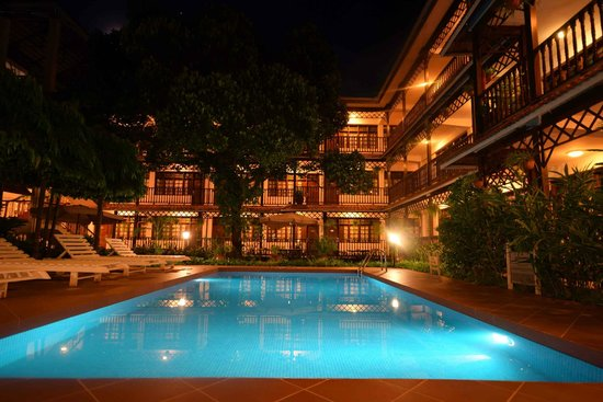 Protea Hotel by Marriott Dar es Salaam Courtyard: The Pool at night - Protea Courtyard Dar