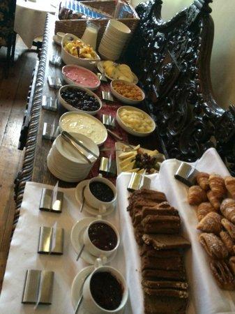 Kinnitty Castle Hotel: Breakfast spread