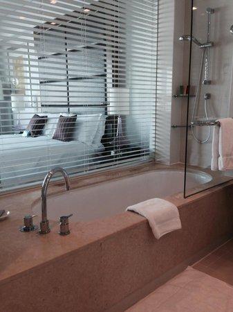 Crowne Plaza Dubai Festival City : Bath Tub
