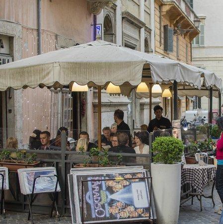 Osteria Pizzeria Pasquino : Outside the restaurant
