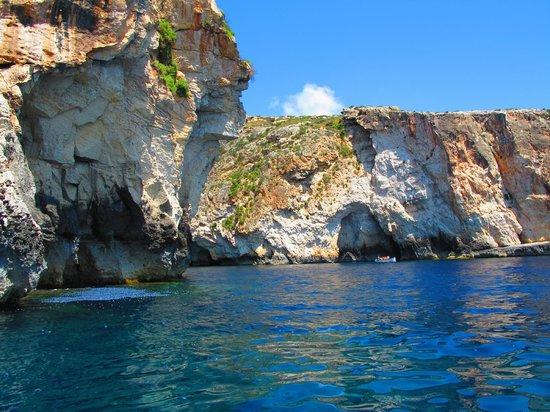 Blue Grotto (Il-Hnejja) : boat view