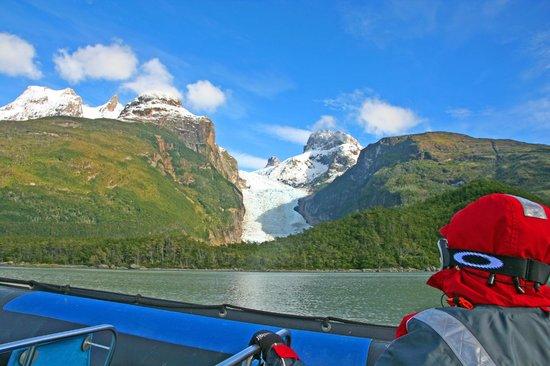 Agunsa Patagonia: Serrano Glacier from the river