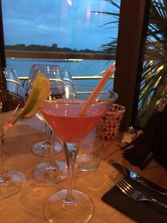 Piano Barge: cosmo + vue depuis la salle de restaurant