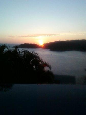 Amuleto: Endless gorgeous sunsets