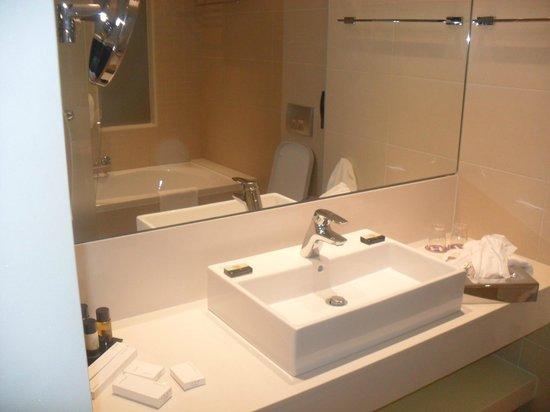 Princess Andriana Resort & Spa: salle de bains