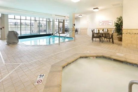 Drury Inn & Suites Middletown Franklin: Pool Area
