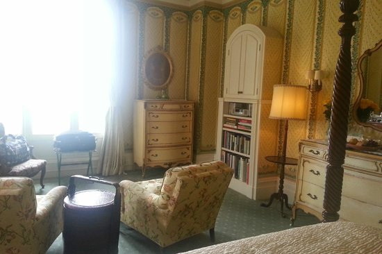 Blantyre: Corner Room - Living area