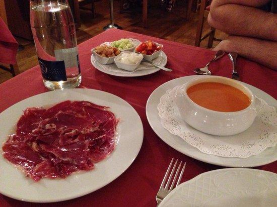 Restaurant Koxkera: Gazpacho and jamon iberico