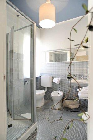Stop & Sleep Udine Fronte Stazione: particolare bagno suite Roma
