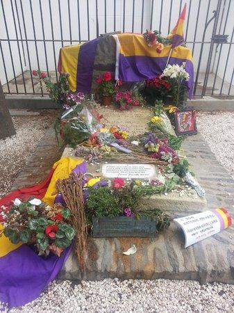 Tumba de Antonio Machado en el cementerio de Collioure: Tumba de Antonio Machado