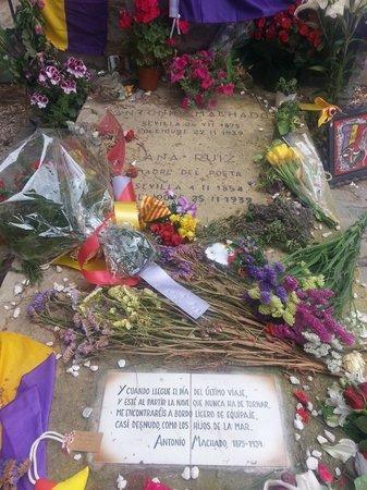 Tumba de Antonio Machado en el cementerio de Collioure: Hermosas palabras