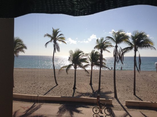 Neptune Hollywood Beach Hotel: Our view Room 208