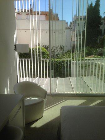 Alenti Sitges Hotel & Restaurant: vue chambre