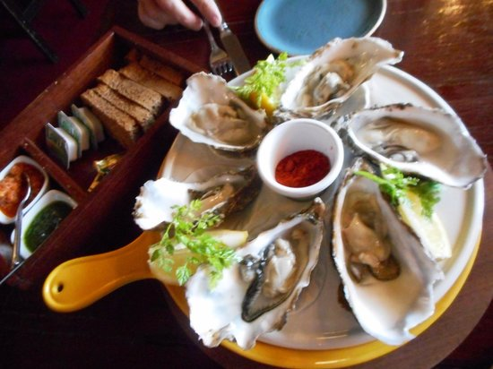 Fitzpatricks bar and restaurant: Oysters