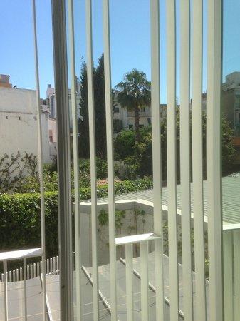 Alenti Sitges Hotel & Restaurant: vue patio depuis la chambre