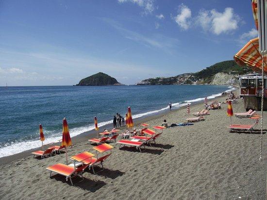 Hotel La Mandorla: spiaggia e Sant'Angelo