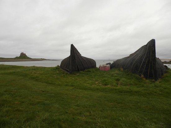 Lindisfarne Priory : uptunred boats on the beach