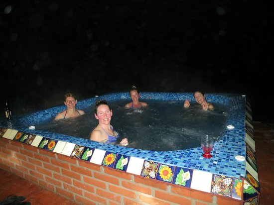 Rancho Las Cascadas - All Inclusive Boutique Resort : Evening jacuzzi after sunset with cocktails.