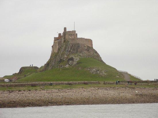Lindisfarne Priory : castle