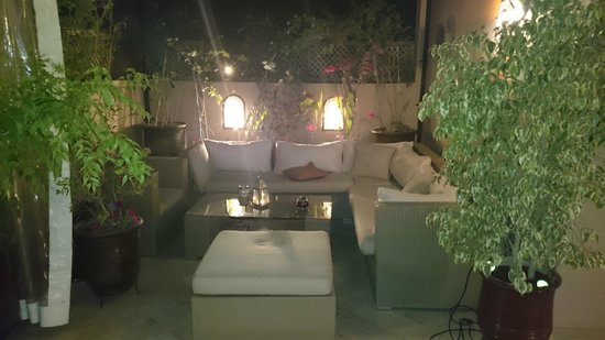 Riad Viva : Outdoor roof terrace at night