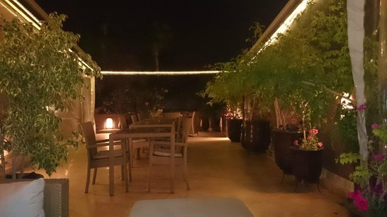 Riad Viva: Outdoor roof terrace at night