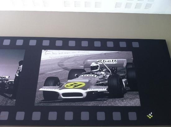 Grand Prix Hôtel: racing themed artwork