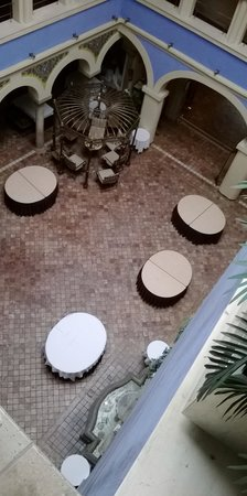 ILUNION Mérida Palace: PATIO INTERIOR DEL HOTEL