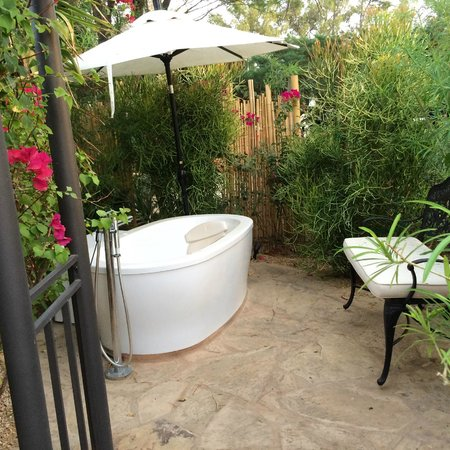 We Care Spa: Outside soaking tub