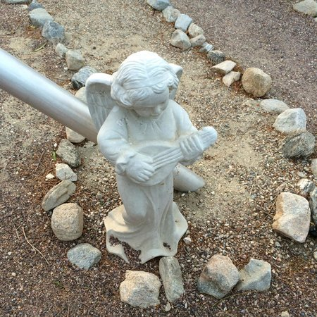 We Care Spa: Spiritual statue retreat grounds in the labyrinth