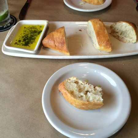 Bonefish Grill: Fresh bread and dipping oil.
