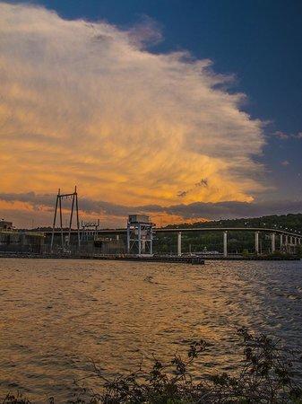 Big Dam Bridge: Eh, clouds!