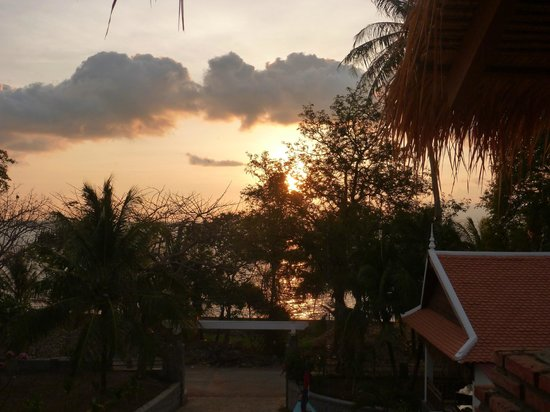 Le Ponton Hotel : Sunset from the bar