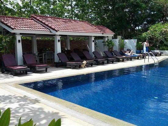 Tara Angkor Hotel : Another pool view