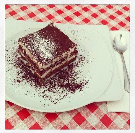 Tiramisu (vegan) - Picture of La Piazza Toscana, Bad Homburg ...