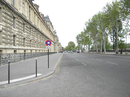Louvre Museum: esterno